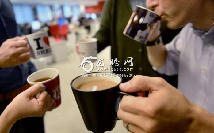 Office workers drinking tea and coffee - PA